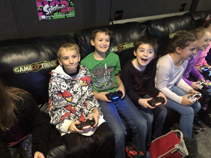 4th graders on Game Truck.
